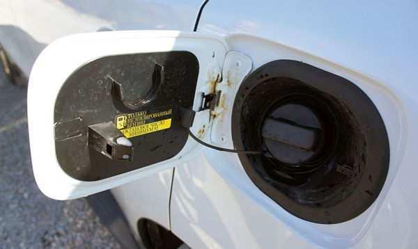 заливать только неэтилированный бензин