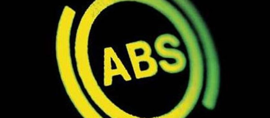 Почему загорелась лампа ABS на панели приборов?