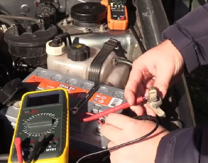 проверка заряда аккумулятора авто